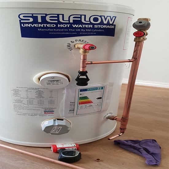 Plumber in Reading Co hot water tank repair